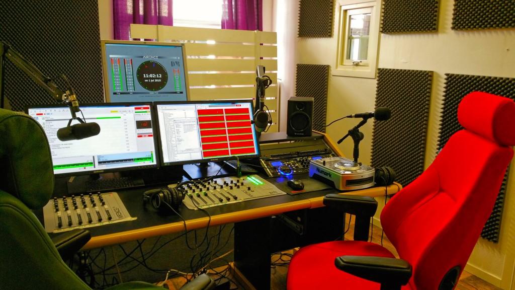 Radio Oskarshamns huvudstudio, som blev klar i allra sista stund.